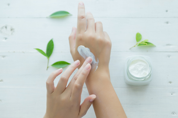 Keep your Nails and Hands Moisturized