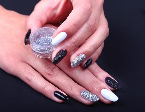 V-Tip glitter nail art