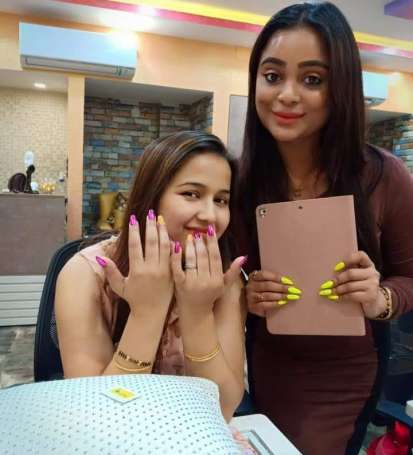 happiest client after nail art