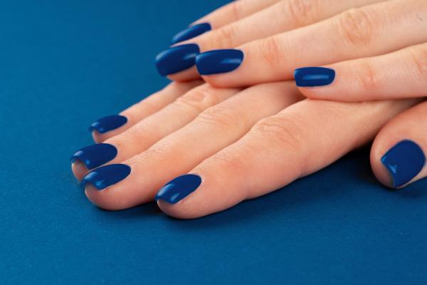 blue color nail art