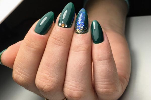 holographic-charcoal nail art