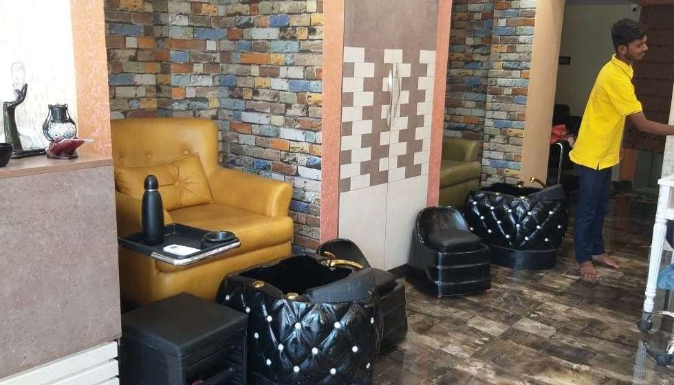 luxurious-interior-of-the-20-nail-story